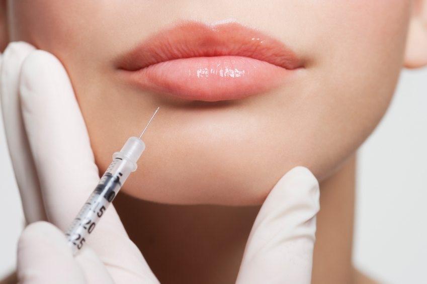 Al ripristino di una dentatura gradevole può associarsi una ritonificazione delle labbra.